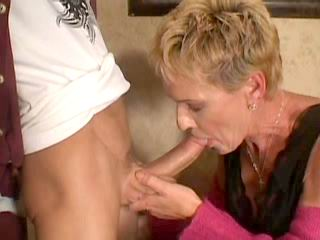 Mom with ripe mature body goes wild
